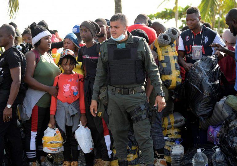 Migrantes haitianos rechazan abandonar campamento para obtener refugio en México