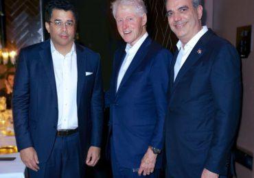 Abinader, Collado y  Bill Clinton compartieron una cena en Nueva York