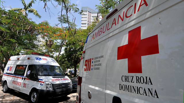 VIDEO | Grupo de personas ocupan la Cruz Roja Dominicana; dicen les corresponde dirigir la entidad
