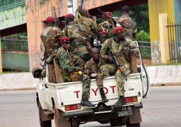 Militares dan golpe de Estado en Guinea y capturan al presidente