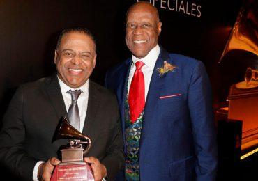 Premios Billboard honra a Johnny Ventura bajo la presentación de Wilfrido Vargas