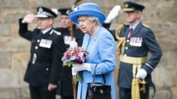 Isabel II rinde homenaje a las víctimas del 11-S