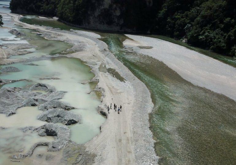 Medio Ambiente interviene extracción ilegal en Río Muchas Aguas, San Cristóbal