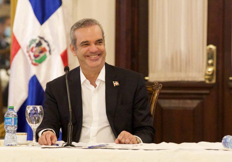 Luis Abinader felicita a los periodistas en su día