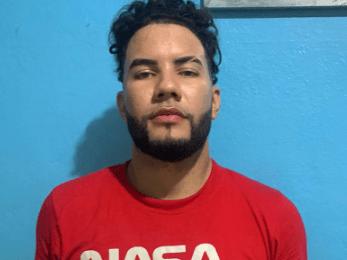 PN apresa hombre con alta suma dinero y rastros de sangre en una Jeepeta