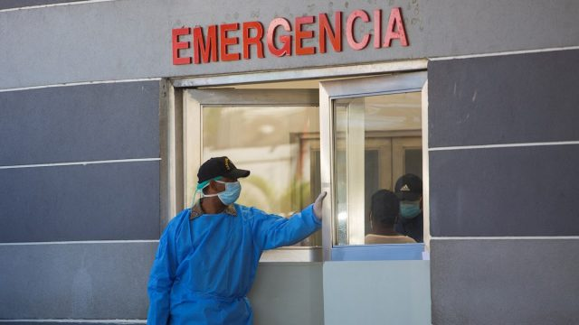 VIDEO | Pacientes son afectados con paro del CMD contra todas las ARS