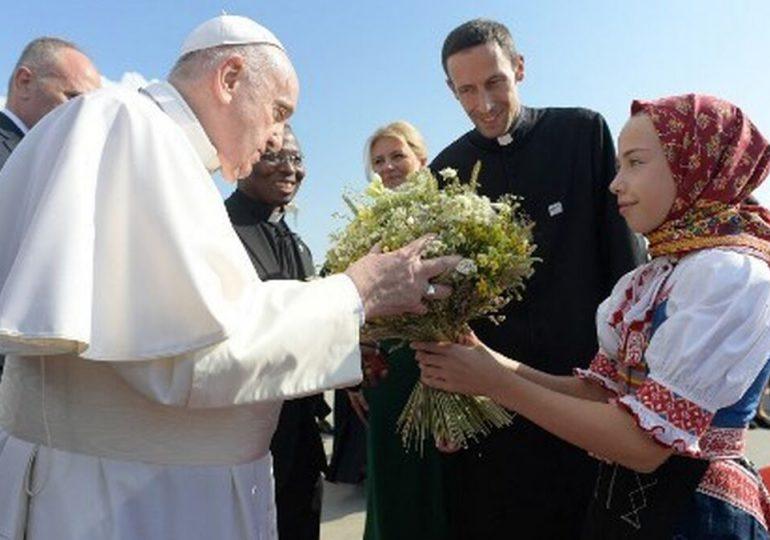 El papa Francisco llega a Eslovaquia para una visita de cuatro días