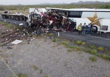 Al menos 16 muertos y 22 heridos deja accidente carretero en el norte de México