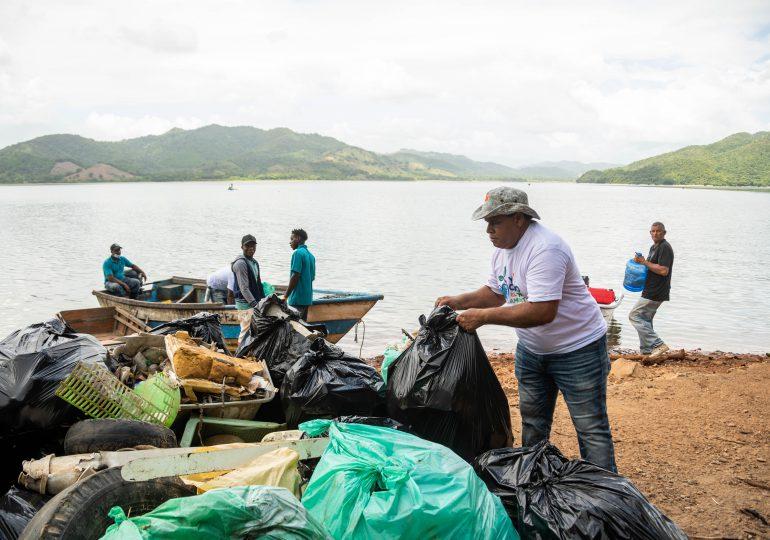 Barrick Pueblo Viejo realiza día de limpieza en la presa de Hatillo