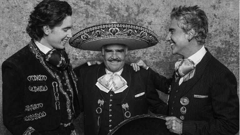 Alejandro Fernández y su hijo recordaron a Vicente en su primer concierto juntos