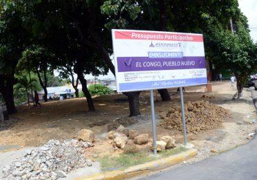 Alcaldía Santiago trabaja en cuatro parques de la ciudad simultáneamente