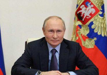 El partido de Putin reivindica mayoría en legislativas en Rusia y la oposición denuncia fraude