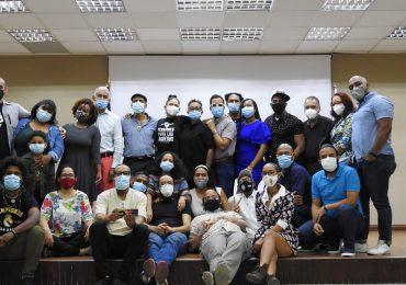 """Teatristas tildan de """"veleta sin rumbo"""" gestión cultural del PRM y esperan respuesta a sus demandas"""