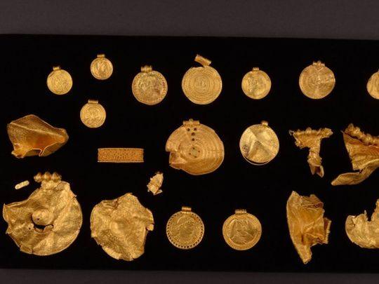 Un arqueólogo aficionado danés halla un tesoro previkingo de objetos de oro