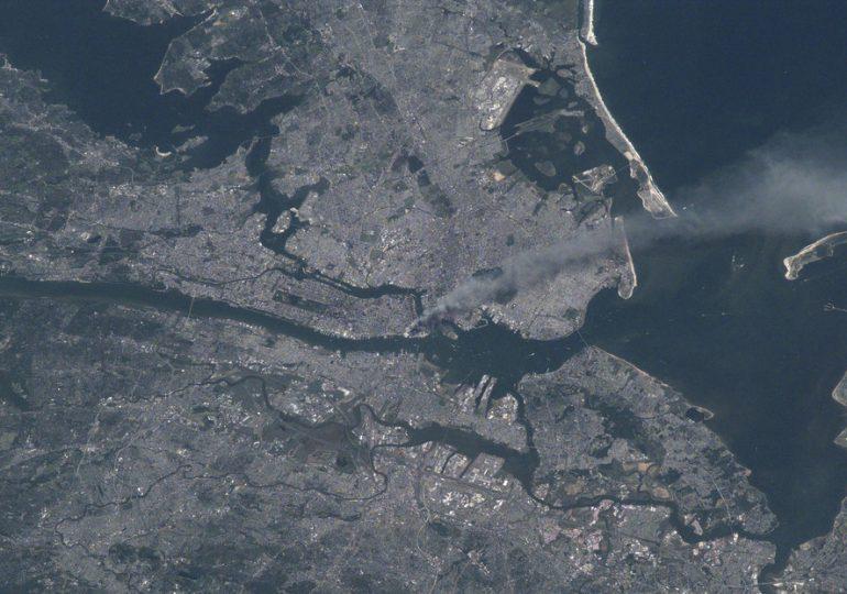 Una imagen satelital de la NASA muestra el impacto de los atentados del 11 de septiembre de 2001