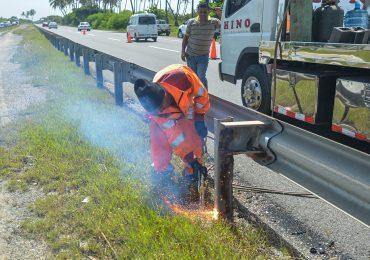MOPC invierte más de RD$76 millones en reparación de barandas de seguridad en principales carreteras del país