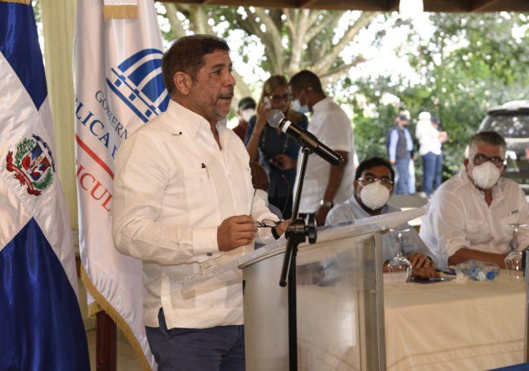 VIDEO   Autoridades anuncian reparación de caminos vecinales en beneficio de producción agrícola en Monte Plata