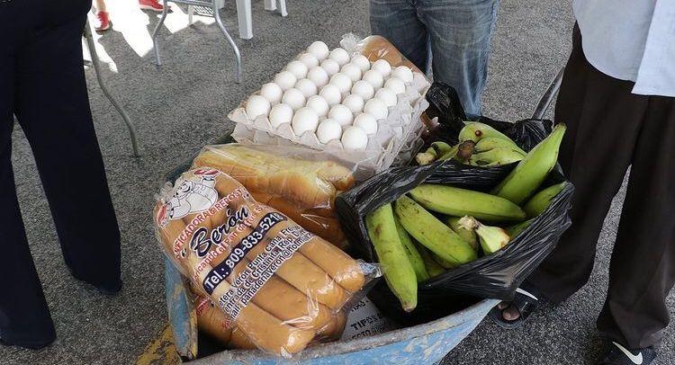 VIDEO | A 30 pesos se vende cartón de huevos en Feria Agropecuaria de Punta Cana ante alza de la canasta familiar