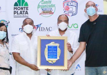 Baloncesto de Monte Plata reconoce apoyo del Banreservas para realización del XVII torneo