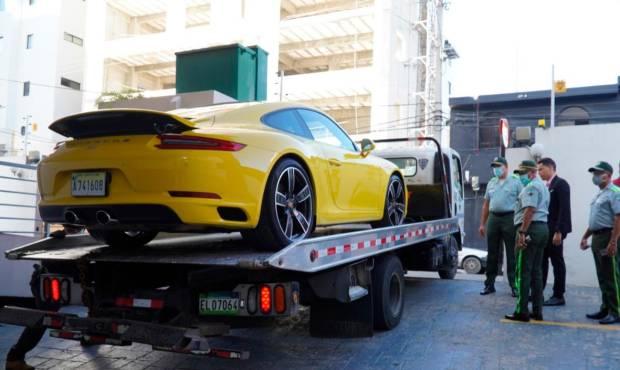 Video | DIGESETT encuentra conductor del Porsche que casi atropella agente en la Abraham Lincoln