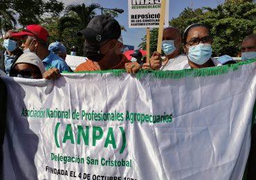 VIDEO | Agrónomos manifiestan frente a ministerio de Agricultura en reposición de los 400 técnicos cancelados