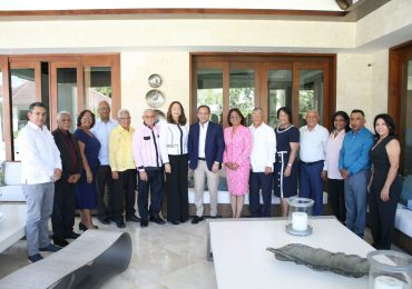Abel Martínez recibe respaldo de 14 exgobernadores provinciales del PLD