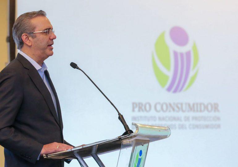 """Presidente Abinader expresa apoyo a Pro Consumidor para desaparecer """"ácido del diablo"""" en el país"""