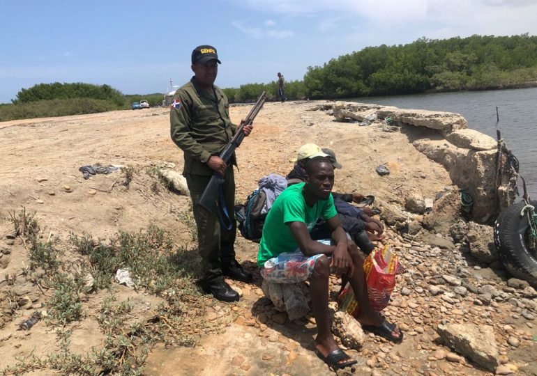 Imponen prisión preventiva a haitianos pescaban especies en veda en Montecristi
