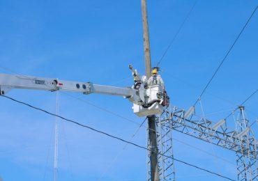 ETED trabaja en reparar avería en línea de transmisión dejó a oscuras varias localidades