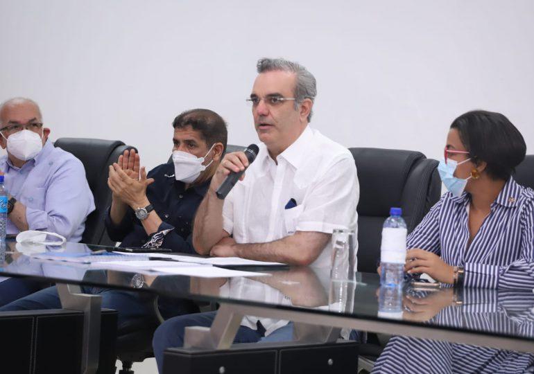 Presidente Abinader: Yo vine aquí a apoyar la producción de sal y a los salineros de Montecristi
