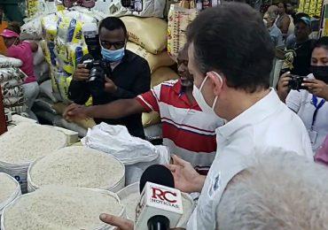 VIDEO | Ministro de Industria y Comercio  recorre mercado de la Duarte para verificar precios de productos