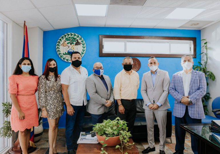 CEO de empresa dominicana de mercados financieros sostiene encuentro con primer ministro de Belize