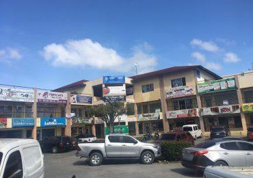 PN investiga muerte de dos personas en parqueo de una plaza residencial en Pantoja