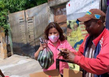 Margarita Cedeño publica imagen comprando aguacates en la calle