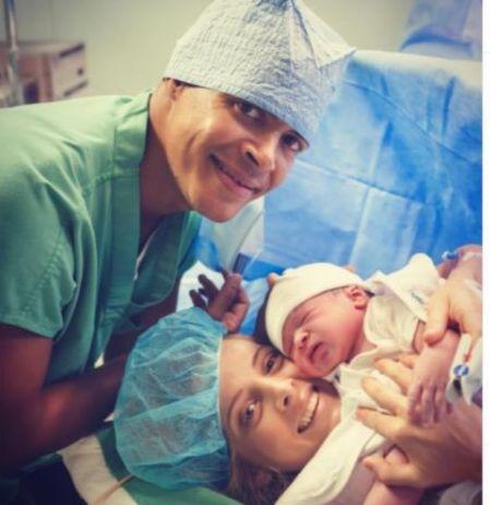 Félix Sánchez  y María Dimitrova dan la bienvenida a su hijo Ayden