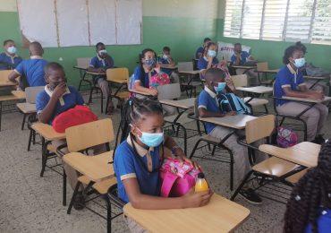 VIDEO   Se registra entusiasmo entre alumnos en 2do. día de clases del nuevo año escolar en Villa Mella