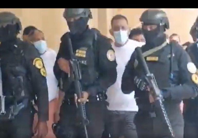 VIDEO | Imputados en caso Falcón fueron trasladados al Palacio de Justicia en camiseta y bermuda