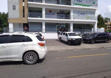VIDEO | Autoridades allanan negocios de Juan Carlos Mosquea Polanco en Santiago