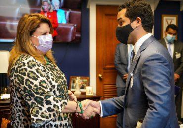 Omar Fernández gestiona en Washington visas para dominicanos