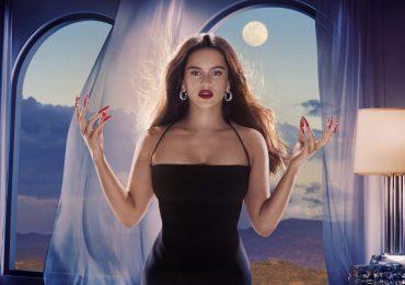 Rosalía se une a MAC Cosmetics para lanzar una colección de maquillaje