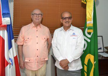 Hipólito Mejía realiza visita a la Dirección General de Embellecimiento