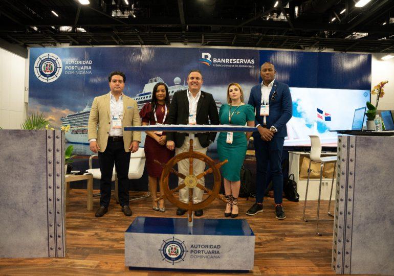 Director de Apordom se reúne con homólogos regionales y operadores de cruceros en feria SeatradeCruise Global de Miami