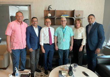 Domínguez Brito encabeza visita de cortesía a Gonzalo Castillo