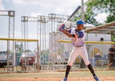 """Prospectos de beisbol de RD muestran talento durante """"showcase"""""""