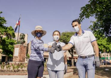 Philip Morris y la Alcaldía del Distrito Nacional recogen residuos sólidos del Parque Cervantes de SD
