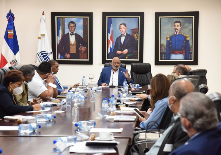 Comisión de Observadores apoya continuidad del Concurso Docente