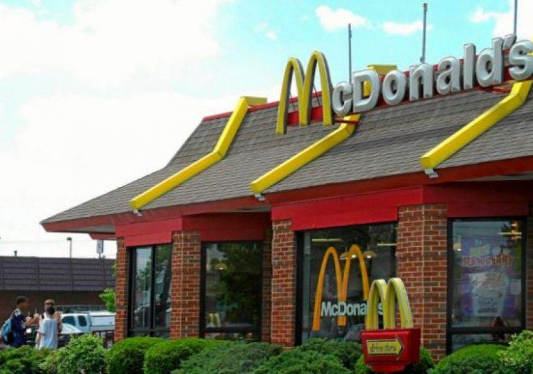 McDonald's contrata a jóvenes de 14 años para afrontar la escasez de trabajadores en Estados Unidos