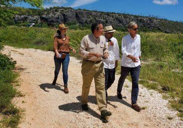 Embajadores de Alemania e Inglaterra visitan Sierra de Bahoruco y Bahía de las Águilas