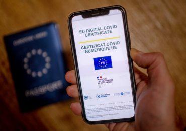 Francia abre la puerta al uso del pasaporte sanitario hasta mediados de 2022