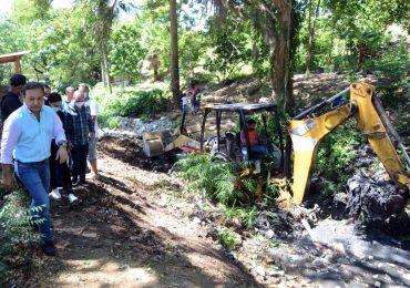 Alcaldía Santiago inicia trabajos en cuatro obras comunitarias